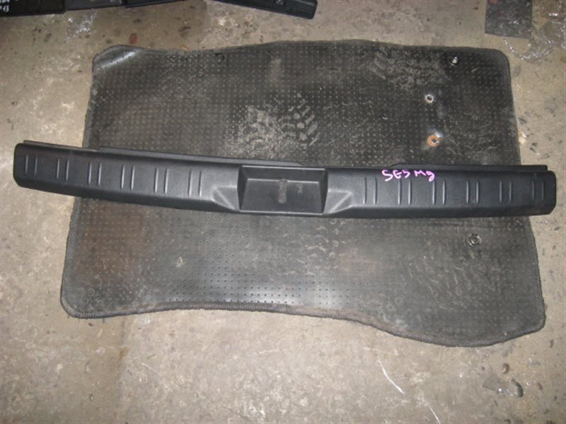 Накладка багажника Subaru Forester SG5 2003 задняя