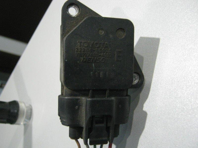 Расходомер воздушный Toyota Premio ZZT240 1ZZ-FE