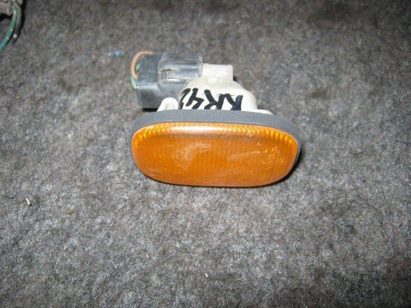 Повторитель в крыло Toyota Townace Noah KR42V 2000 передний правый
