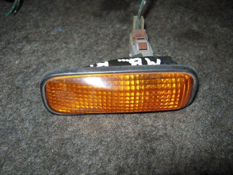 Повторитель в крыло Honda Domani MB3 передний правый