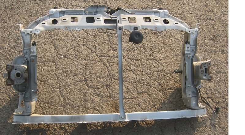 Рамка радиатора Toyota Ractis NCP100 2SZ-FE