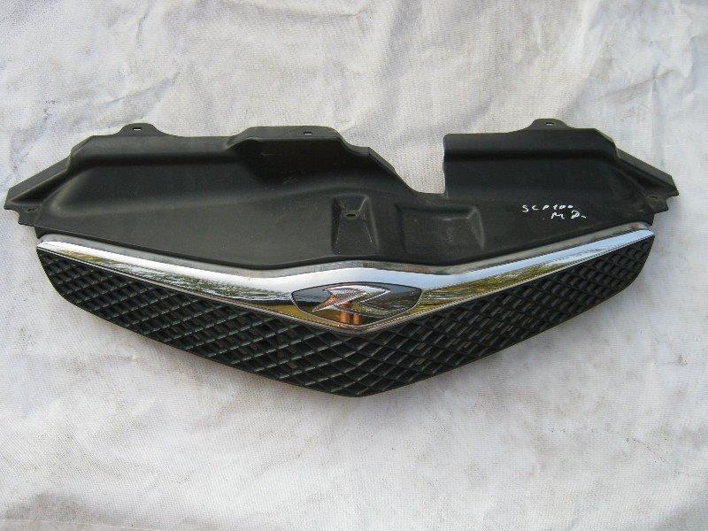 Решетка радиатора Toyota Ractis SCP100
