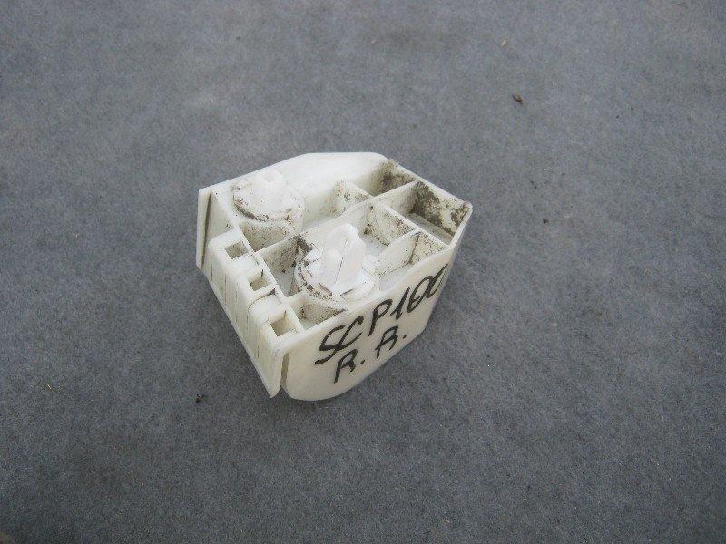 Клипса бампера Toyota Ractis SCP100 задняя правая