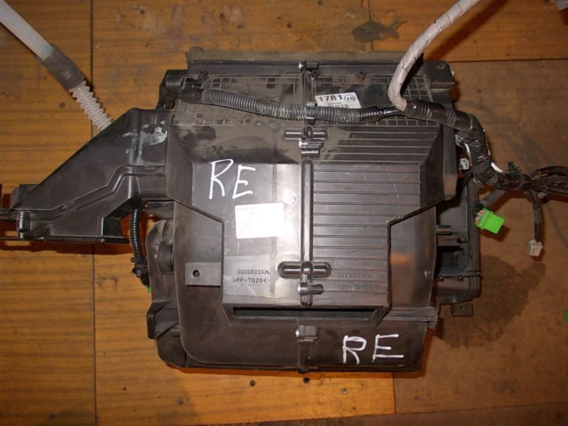Корпус вентилятора отопителя Honda Cr-V RE4 K20A