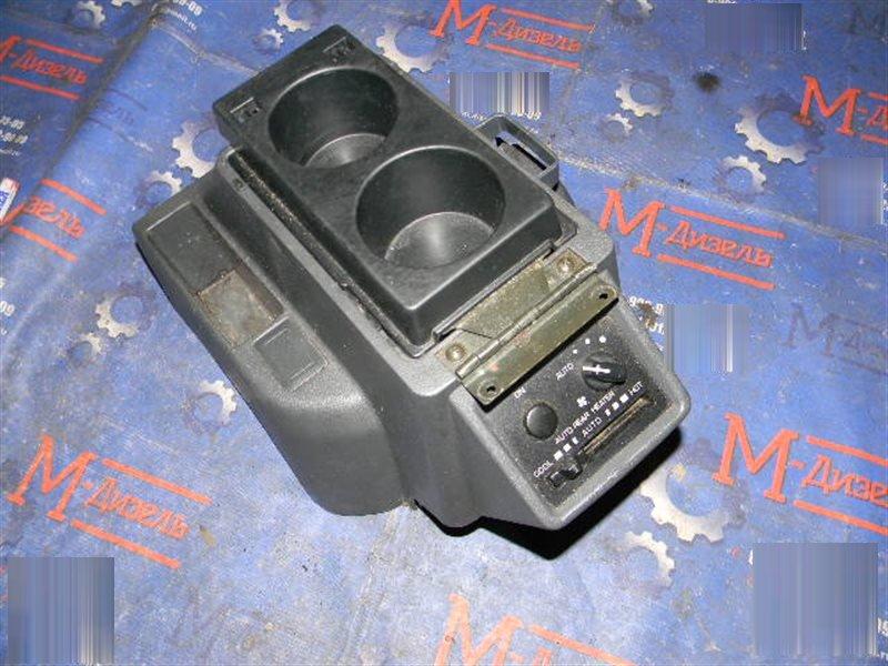Подлокотник Mitsubishi Pajero V26W 4M40-T 1996