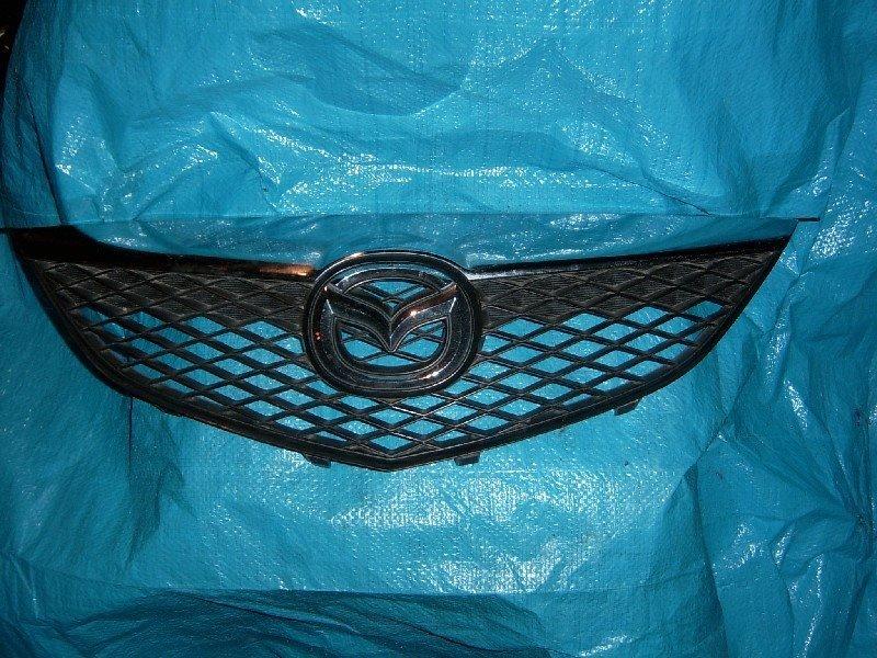Решетка радиатора Mazda Atenza GG3P 2005 передняя