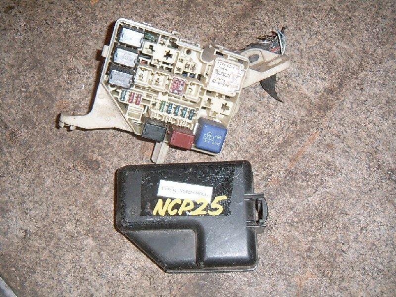 Блок предохранителей Toyota Funcargo NCP25 1NZ-FE