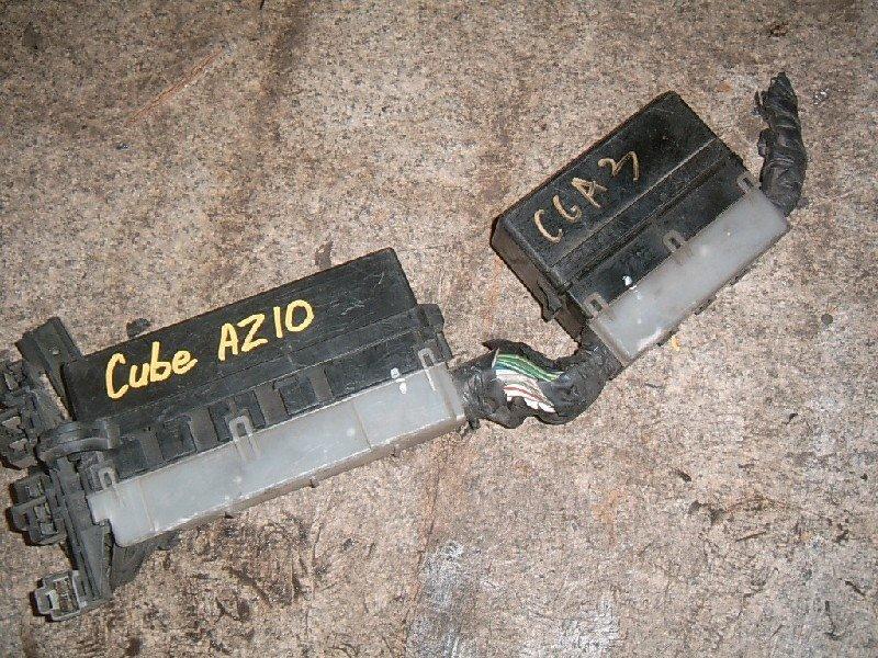 Блок предохранителей Nissan Cube AZ10 CGA3