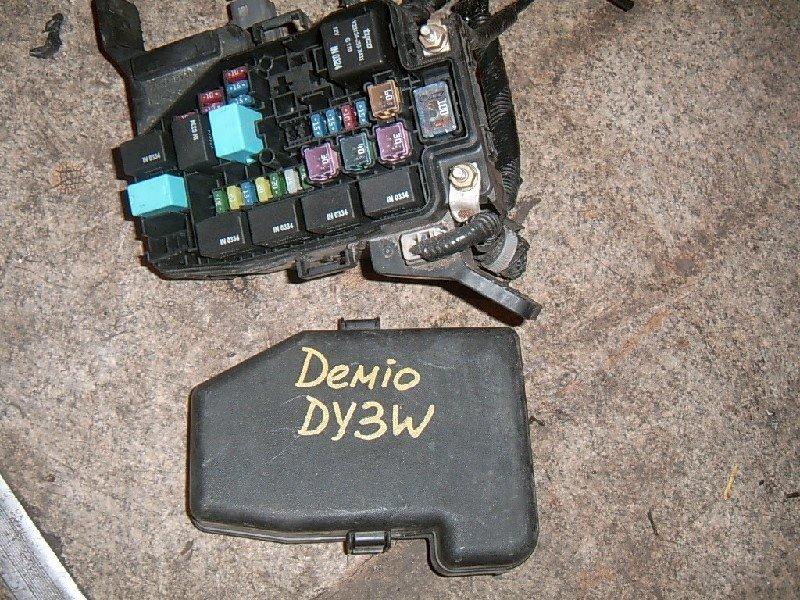 Блок предохранителей Mazda Demio DY3W ZJ 2002