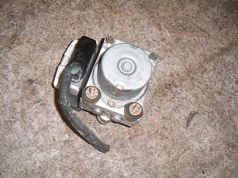 Блок abs Mazda Atenza GG3P 2005