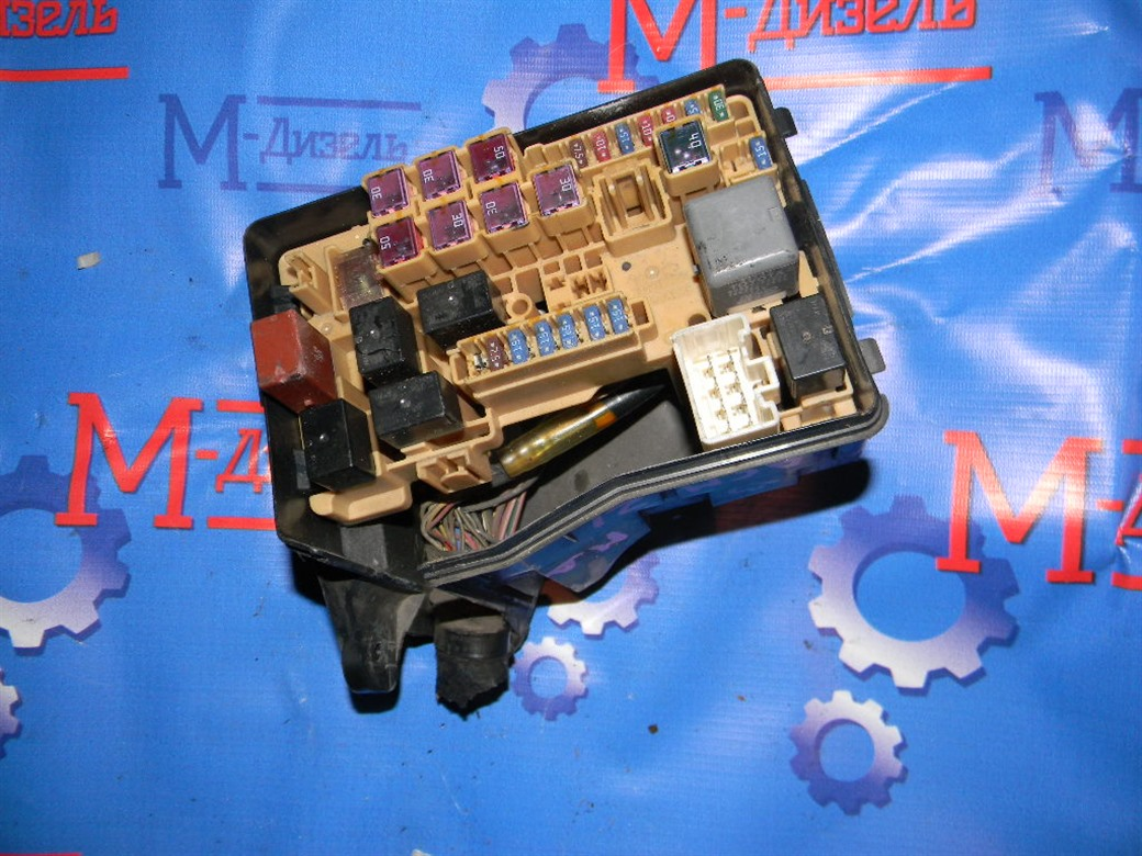 Блок предохранителей Toyota Ipsum ACM21W 2AZ-FE 2006