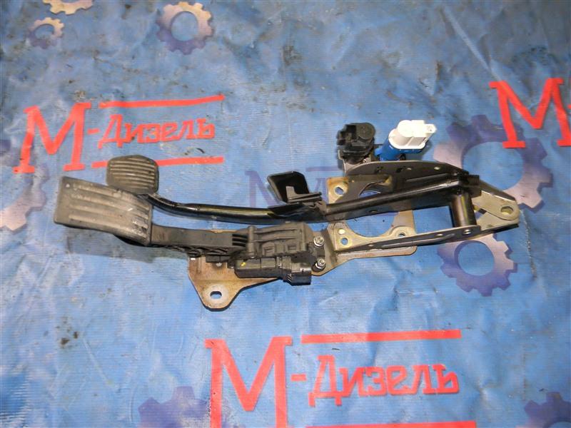 Датчик положения педали акселератора Ford Focus CB4 1.6L DURATEC 16V PFI 2011