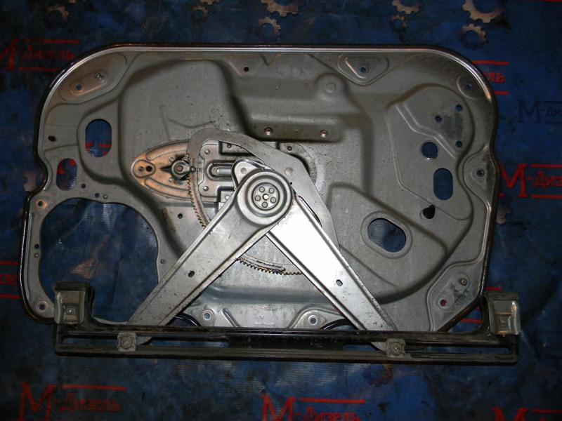 Стеклоподъемник Ford Focus CB4 1.6L DURATEC 16V PFI 2011 передний правый