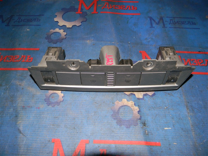 Кнопки в салон Ford Focus CB4 1.6L DURATEC 16V PFI 2011
