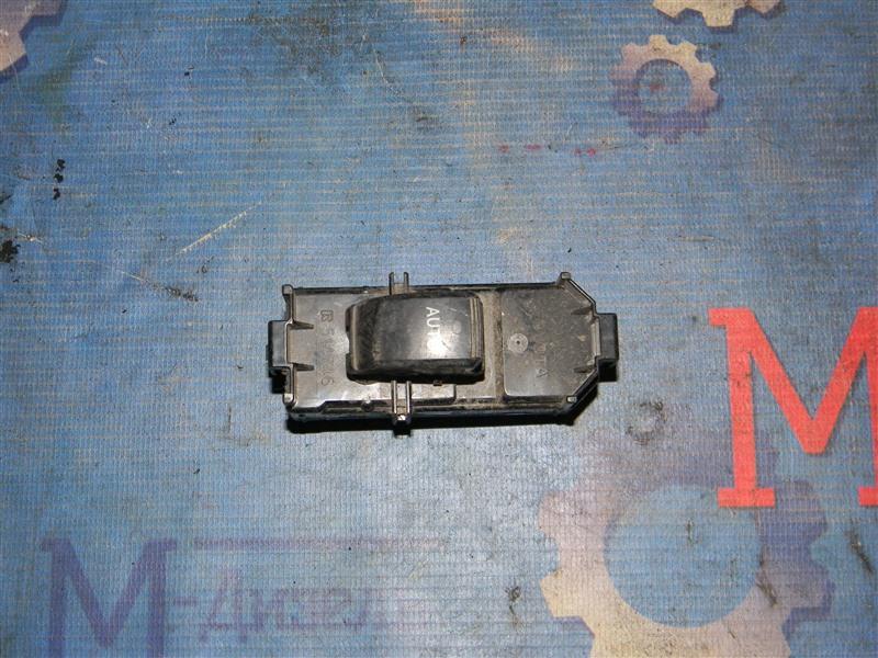 Кнопка стеклоподъемника Toyota Ist NCP61 1NZ-FE 2003