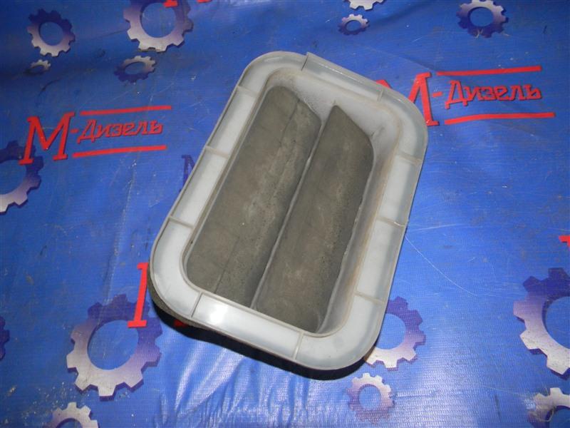 Решетка вентиляции в багажник Toyota Corolla Fielder NZE121 1NZ-FE 2005 задняя правая
