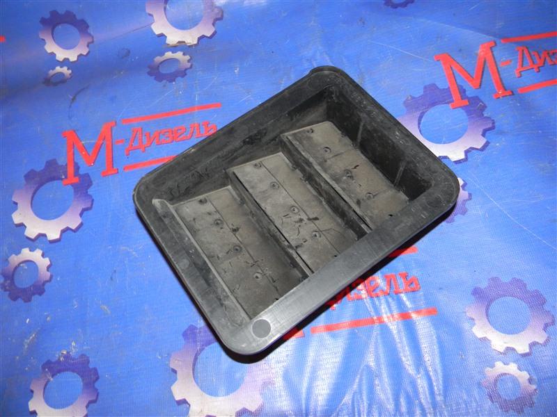Решетка вентиляции в багажник Mitsubishi Lancer X CY4A 4B11 2007 задняя