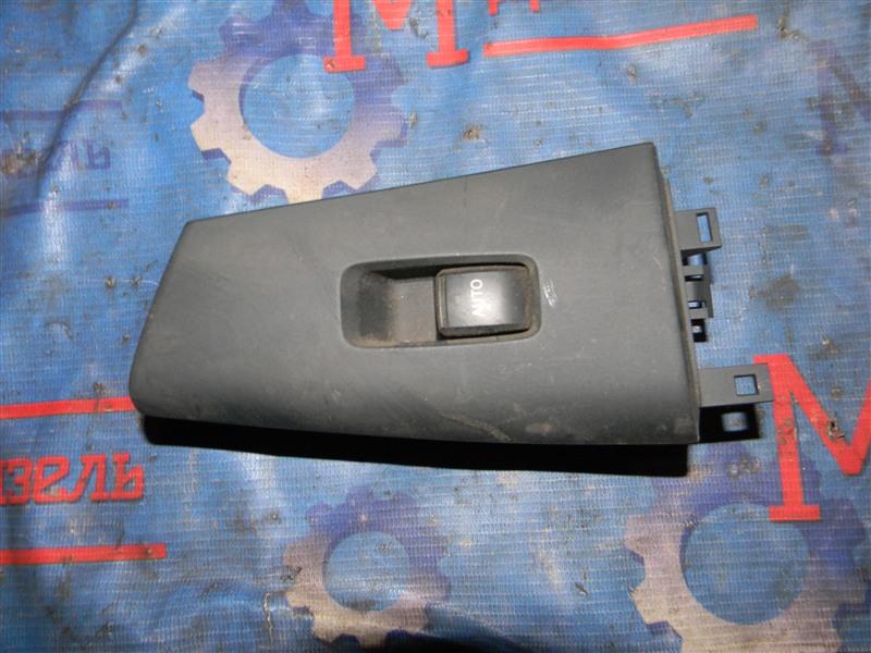 Кнопка стеклоподъемника Toyota Corolla Fielder NZE121 1NZ-FE 2005 задняя правая