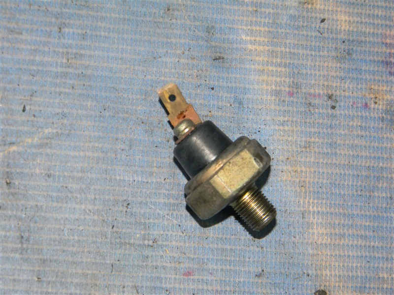 Датчик давления масла Toyota Vista SV30 4S-FE 1992
