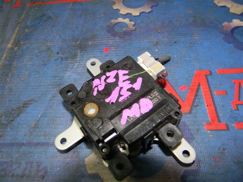 Привод заслонок отопителя Toyota Auris NZE151 1NZ-FE 2008