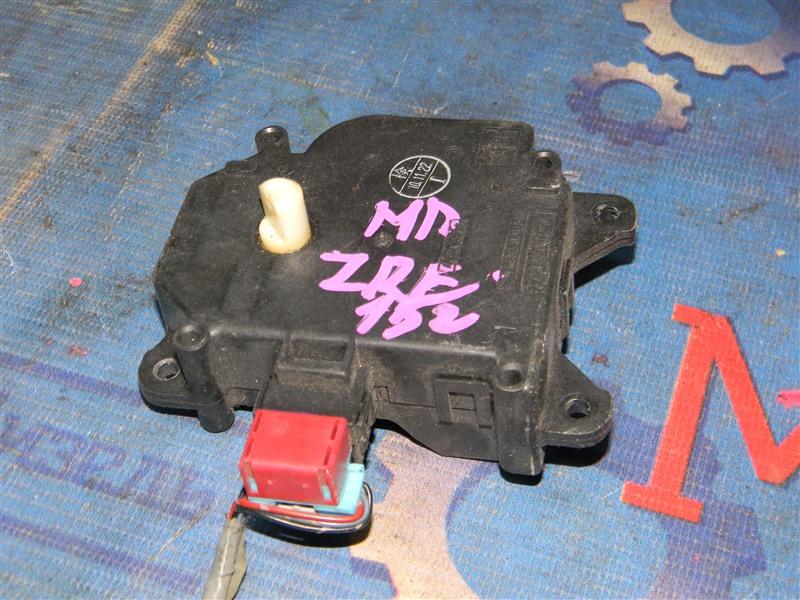 Привод заслонок отопителя Toyota Auris ZRE152 2ZR-FAE 2010