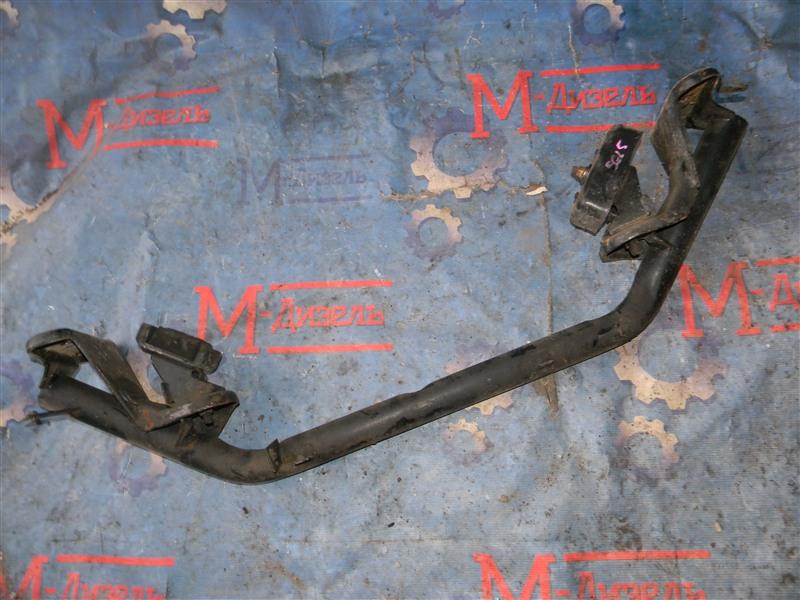Балка поперечная Mazda Bongo Friendee SGL5 WL-T 1996 передняя