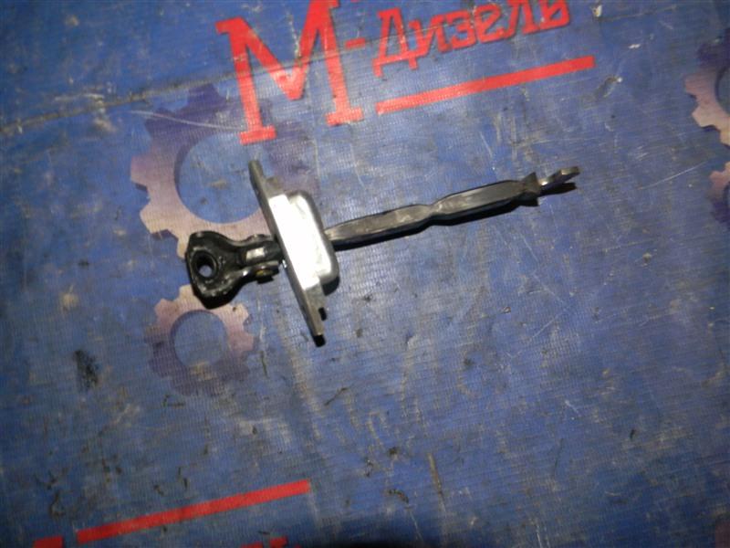 Ограничитель двери Toyota Auris NZE151 1NZ-FE 2008 передний правый