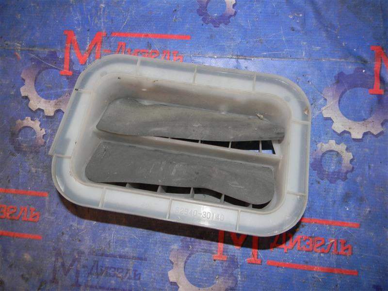 Решетка вентиляции в багажник Toyota Corolla NZE121 1NZ-FE 2002 левая