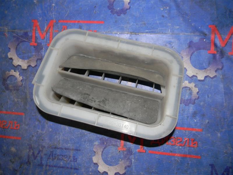 Решетка вентиляции в багажник Toyota Corolla NZE121 1NZ-FE 2002 правая