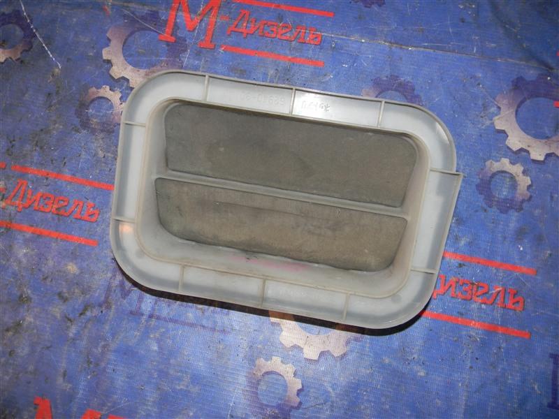 Решетка вентиляции в багажник Toyota Corolla NZE121 1NZ-FE 2000 левая