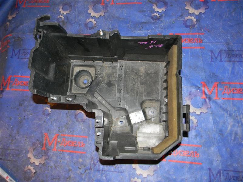 Крышка аккумулятора Mazda Axela BLEFW LF-VDS 2010
