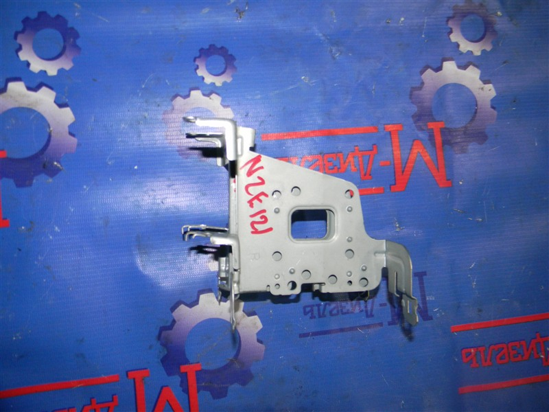 Крепление автомагнитолы Toyota Corolla NZE121 1NZ-FE 2002