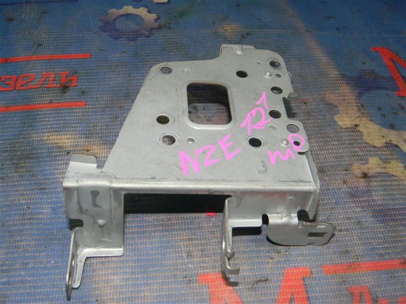 Крепление автомагнитолы Toyota Corolla NZE121 1NZ-FE 2000