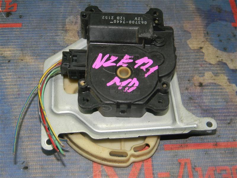 Привод заслонок отопителя Toyota Corolla NZE121 1NZ-FE 2001