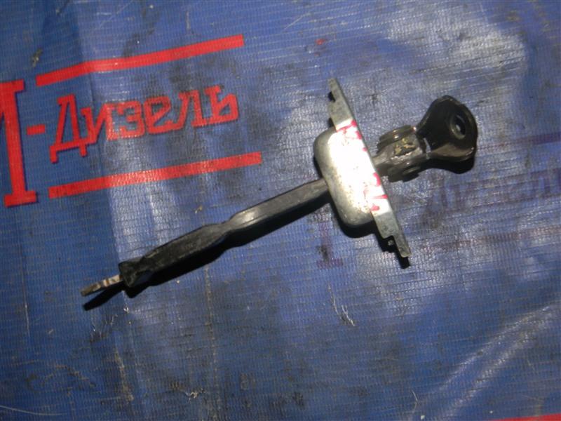 Ограничитель двери Toyota Corolla NZE121 1NZ-FE 2004 задний левый