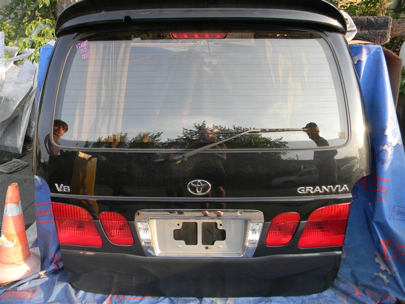 Дверь 5я Toyota Granvia VCH10 5VZ-FE 2001