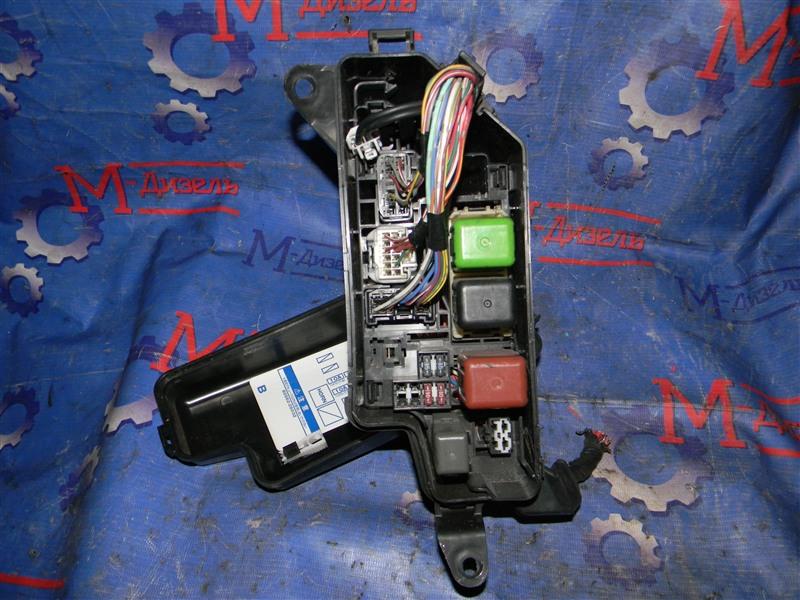 Блок предохранителей Toyota Grand Hiace VCH10 5VZ-FE 2001