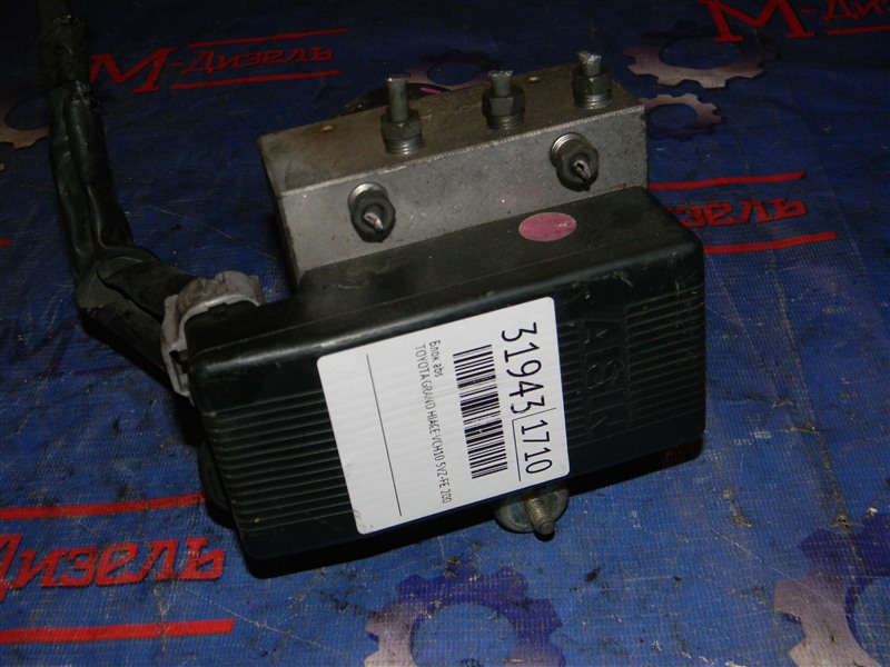 Блок abs Toyota Grand Hiace VCH10 5VZ-FE 2001