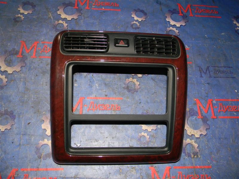 Рамка магнитофона Toyota Grand Hiace VCH10 5VZ-FE 2001