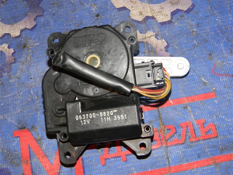 Привод заслонок отопителя Toyota Avensis AZT251 2AZ-FSE 2007