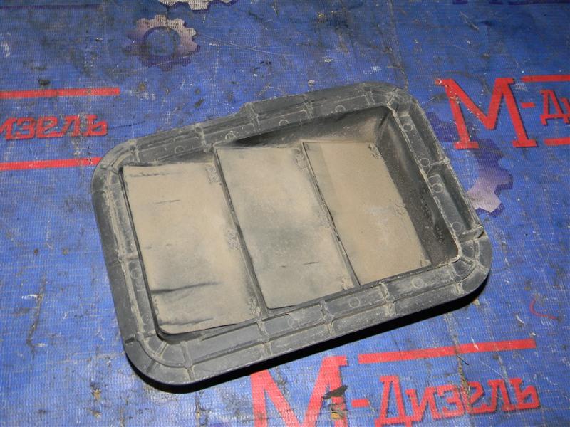 Решетка вентиляции в багажник Toyota Townace Noah KR42V 7K-E 2001 задняя правая