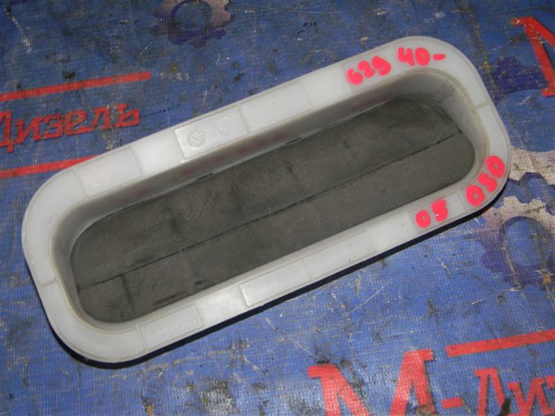 Решетка вентиляции в багажник Toyota Avensis AZT251 2AZ-FSE 2007 задняя левая