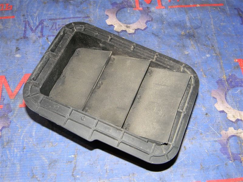 Решетка вентиляции в багажник Toyota Rav4 ACA31 2AZ-FE 2006 задняя правая