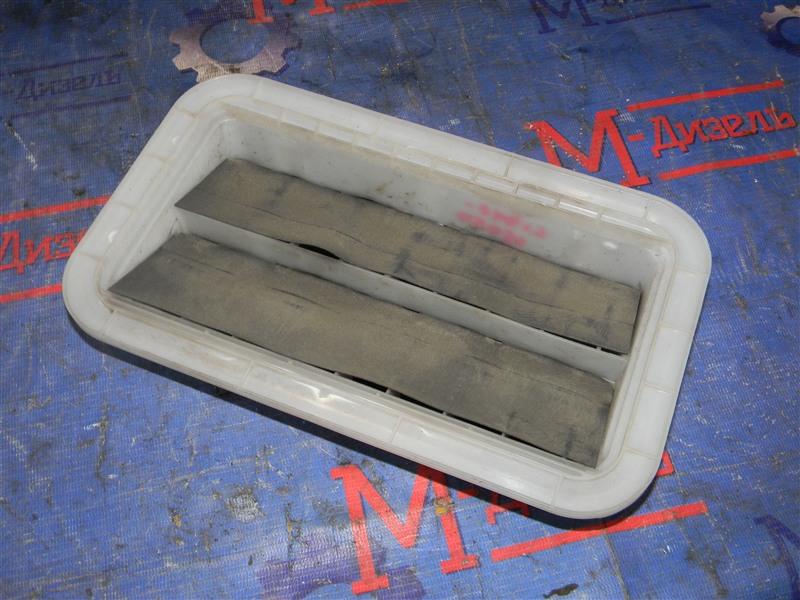 Решетка вентиляции в багажник Toyota Avensis AZT251 2AZ-FSE 2007 задняя правая