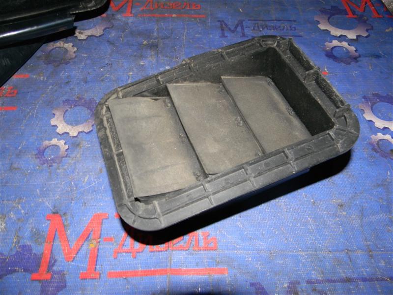 Решетка вентиляции в багажник Toyota Rav4 ACA31 2AZ-FE 2006 задняя левая