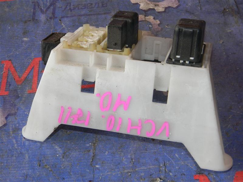 Блок предохранителей Toyota Granvia VCH10 5VZ-FE 2001