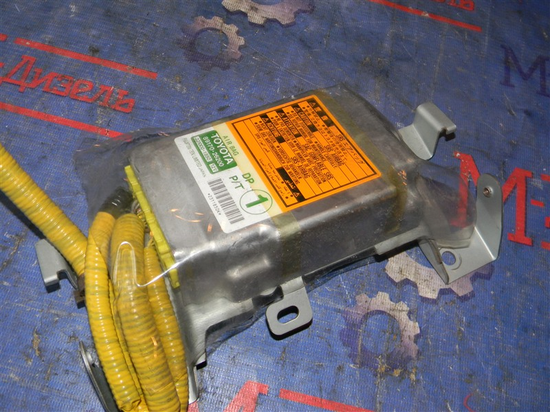 Блок управления airbag Toyota Grand Hiace VCH10 5VZ-FE 2001