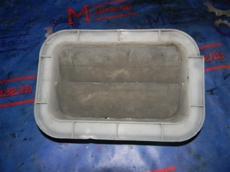 Решетка вентиляции в багажник Toyota Corolla Fielder NZE121 1`NZ-FE 2004 задняя