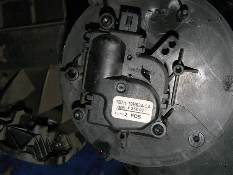 Привод заслонок отопителя Ford Focus CB4 SIDA 2008