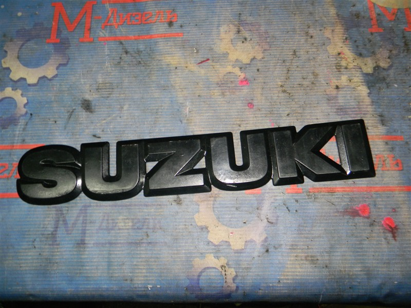 Эмблема решетки радиатора Suzuki